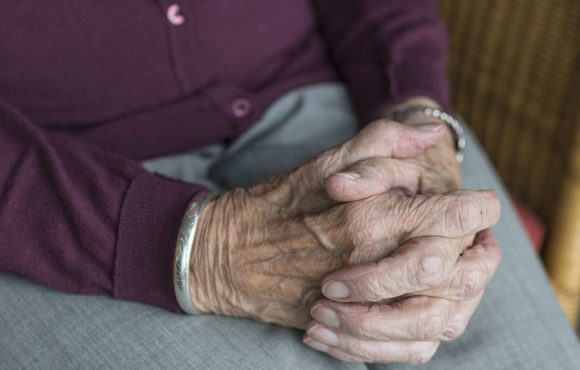 La Agencia Exclusiva de Almudena Seguros Dénia, Benidorm y Altea se suma a la concienciación sobre el Parkinson en su Día Mundial